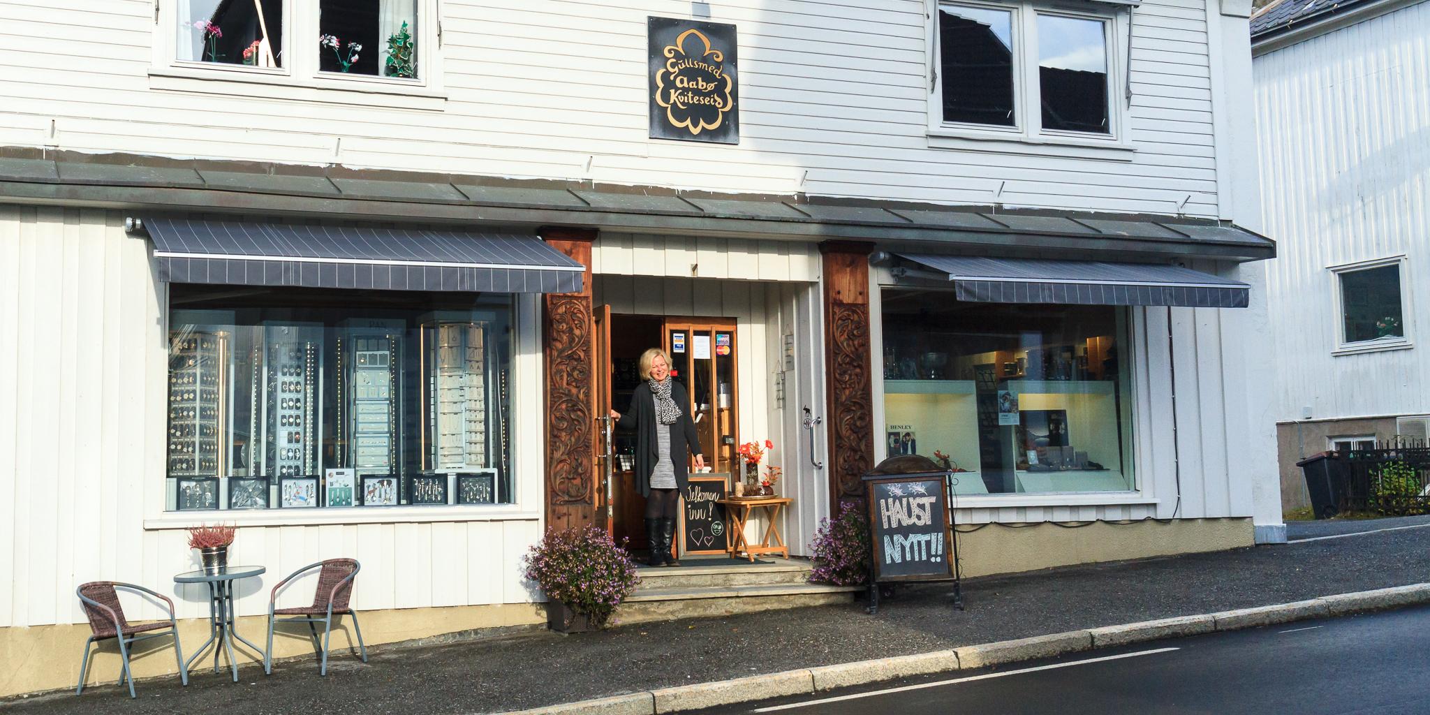 Fasaden til butikken til Gullsmed Aabø as i Kviteseid.